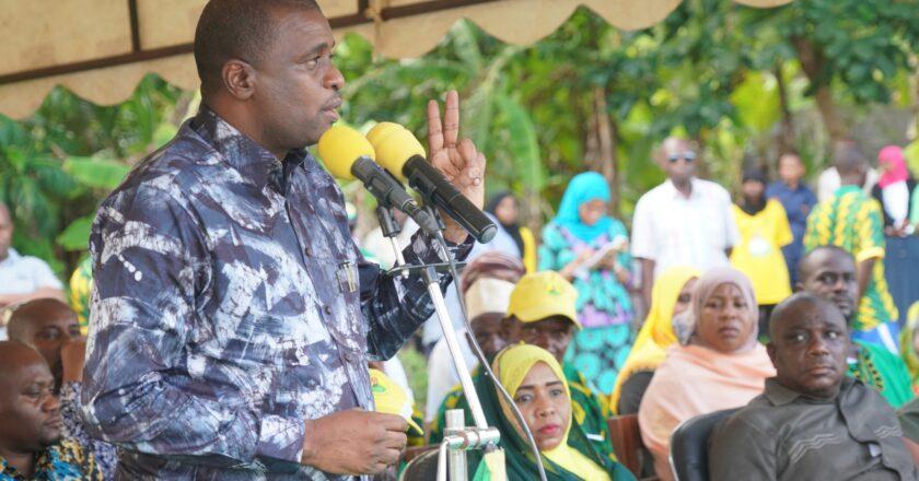 Mjumbe wa Kamat Kuu ya Halmashauri Kuu ya Taifa ya CCM Mh. Hemed Suleiman Abdulla zungumza na Wana CCM na Wananchi wa Jimbo la Kiwani