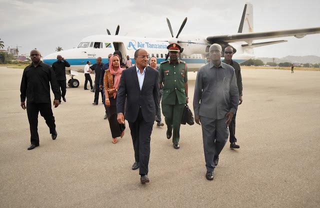 RAIS wa Zanzibar na Mwenyekiti wa Baraza la Mapinduzi Mhe.Dk. Hussein Ali Mwinyi awasili Dodoma kuhudhuria ufunguzi wa Bunge la 12 la Jamuhuri ya Muungano wa Tanzania.