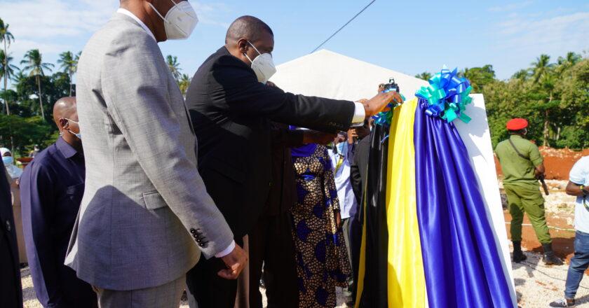 Rais wa Zanzibar na Mwenyekiti wa Baraza la Mapinduzi Mhe. Dk. Hussein Ali Mwinyi aweka jiwe la Msingi Mabweni ya wanafunzi  Chuo cha Kumbukumbu ya Mwalimu Nyerere kampasi ya Karume.